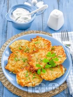 Пържени картофени кюфтета от сварени картофи и тиквички панирани в яйца и галета (без лук) - снимка на рецептата